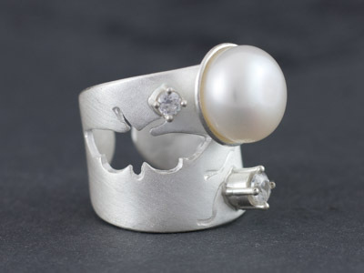 Silver ring Pearl with Butterfly
