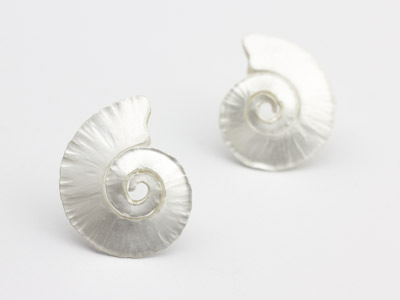 Silver stud earrings Spiral Shell hammered