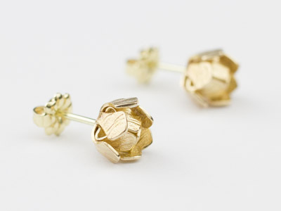 Gold stud earrings Water Lily small