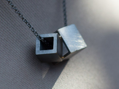 Necklace Cubes combined black